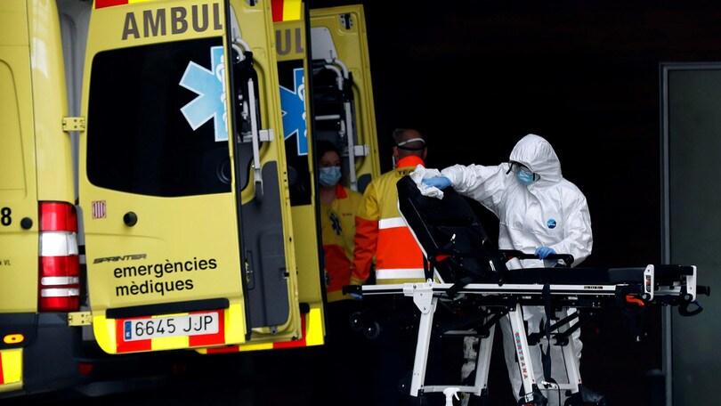 Coronavirus, la Spagna piange 738 morti in 24 ore