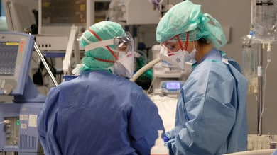 Coronavirus, -136 positivi in Italia. Calano ancora i ricoveri in terapia intensiva