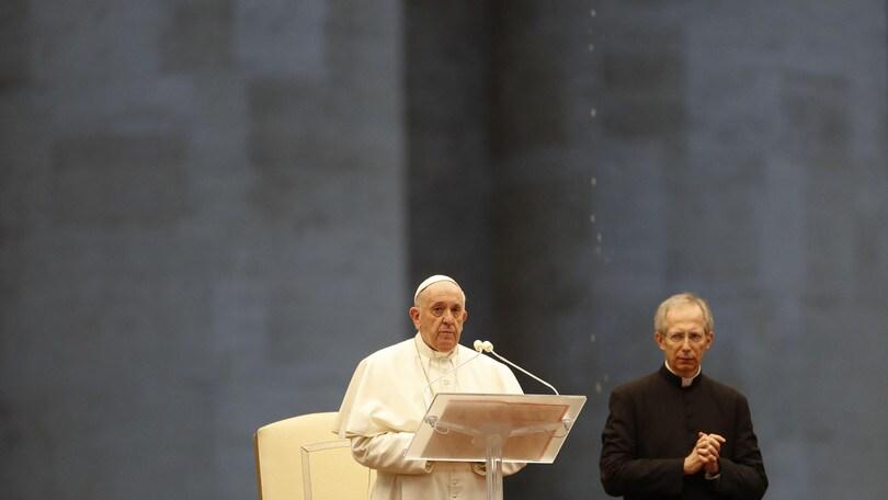 Coronavirus, Papa Francesco in piazza San Pietro per preghiera speciale