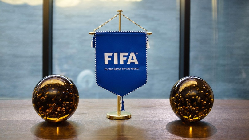 Fifa pronta a vietare gli sputi. Ancelotti vuole James Rodríguez