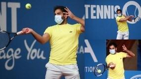 Coronavirus, Benjamin Hassan gioca con la mascherina
