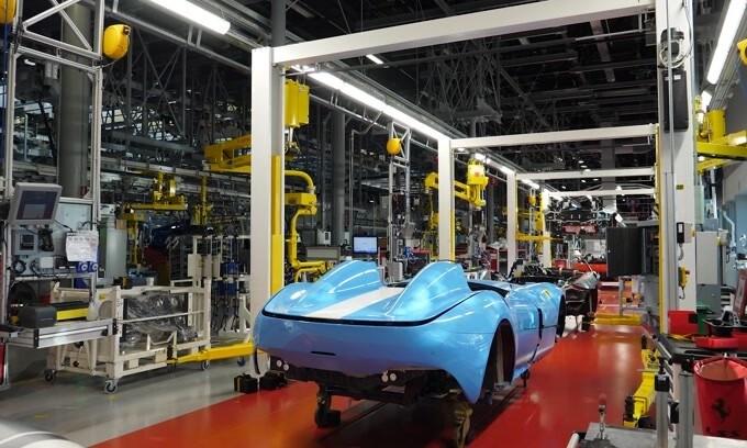 Ferrari: a Maranello e a Modena gli operai danno il via alla Fase 2 VIDEO
