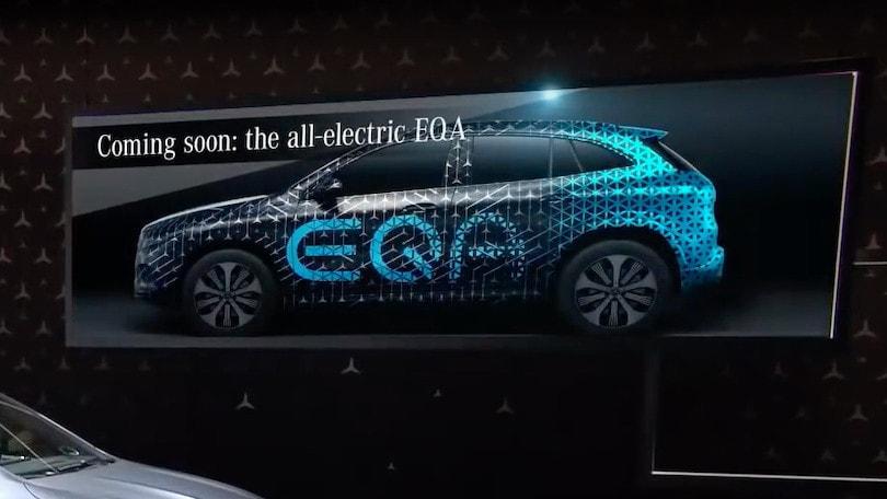 Mercedes EQA, ritorno su strada per il crossover elettrico