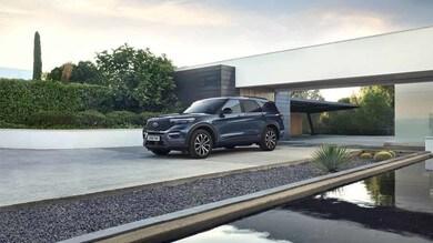 Ford Explorer, maxi SUV plug-in hybrid: le immagini