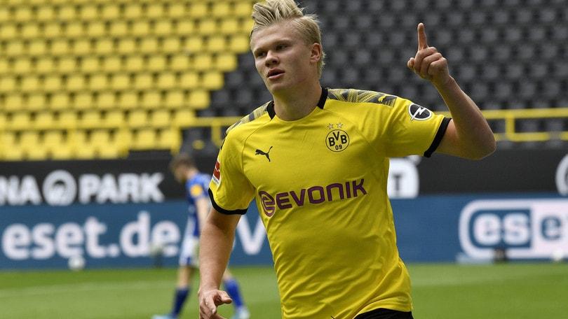 Bundesliga, Haaland trascina il Dortmund: 4-0 allo Schalke! Fermato il Lipsia di Schick