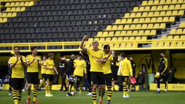 La festa del Borussia Dortmund sotto la curva vuota - Corriere ...