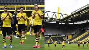 La festa del Borussia Dortmund sotto la curva vuota