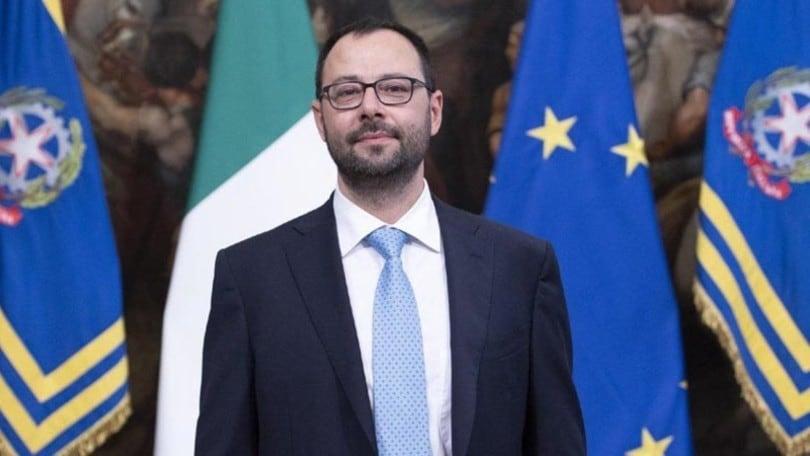 Patuanelli, ministro dello Sviluppo: Decreto Rilancio senza fondi al settore auto