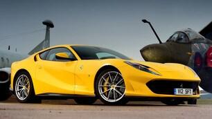 Ferrari 812 Superfast gialla: tutte le foto dei dettagli