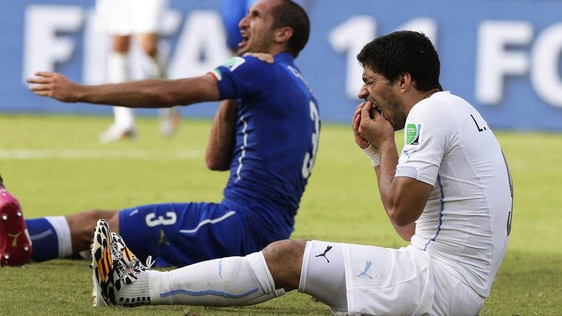 Chiellini e il morso di Suarez: