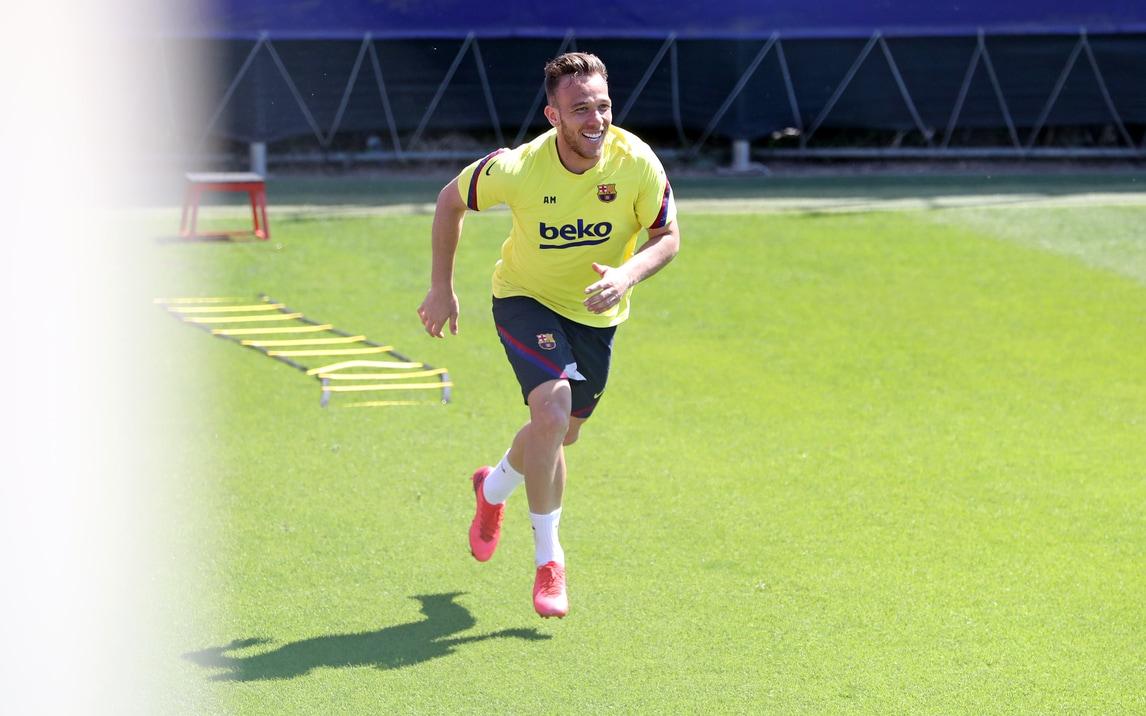 Arthur, Juve o Barcellona? Intanto si diverte in allenamento