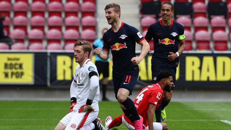 Werner show, che tripletta: Lipsia a valanga. Schalke ko