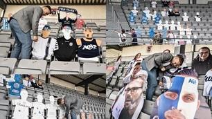 Calcio e Coronavirus, le sagome dei tifosi riempiono gli stadi danesi
