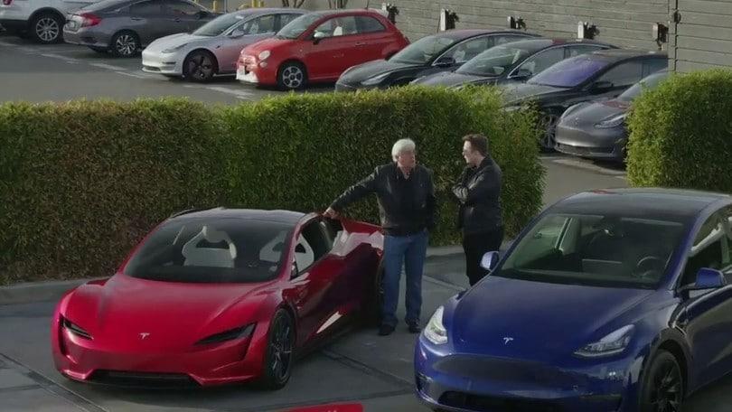 Tesla, Elon Musk svela i prossimi modelli a Jay Leno