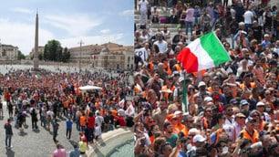 Roma, gilet arancioni in piazza non distanziati e senza mascherine