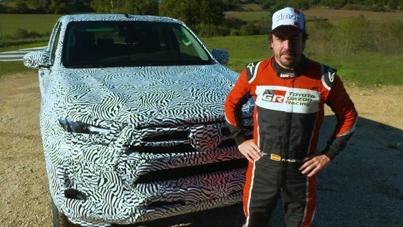 Fernando Alonso al volante della nuova Toyota Hilux VIDEO