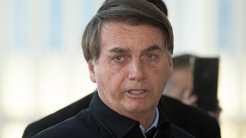 Brasile, l'idea di Bolsonaro: aglio e zolfo per curare il Coronavirus