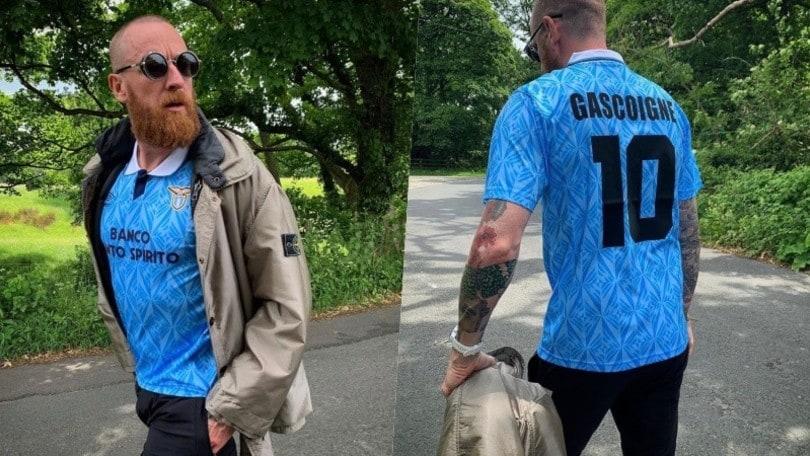 Lazio, un tifoso in più: Sir Bradley Wiggins posa con la maglia di Gascoigne