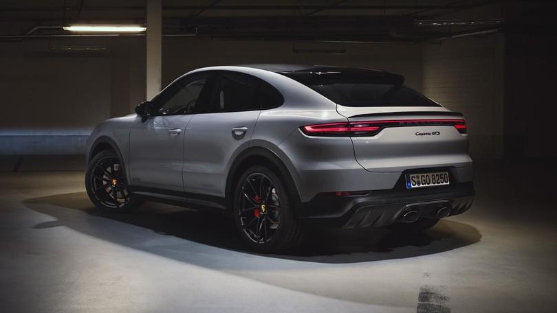 Nuova Porsche Cayenne GTS, arriva il V8 da 460 cavalli