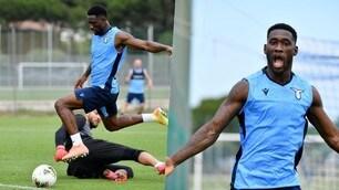Lazio, che esultanza Bastos! Gol super in allenamento e applausi dei compagni