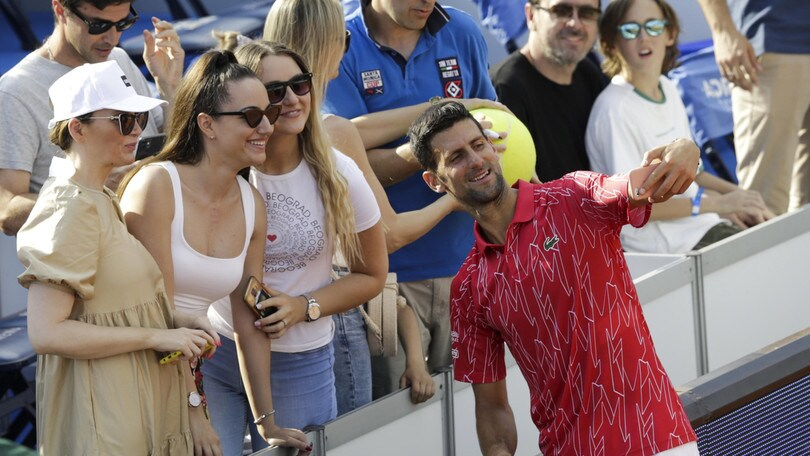 Djokovic infiamma l'Adria Tour, sugli spalti poche mascherine