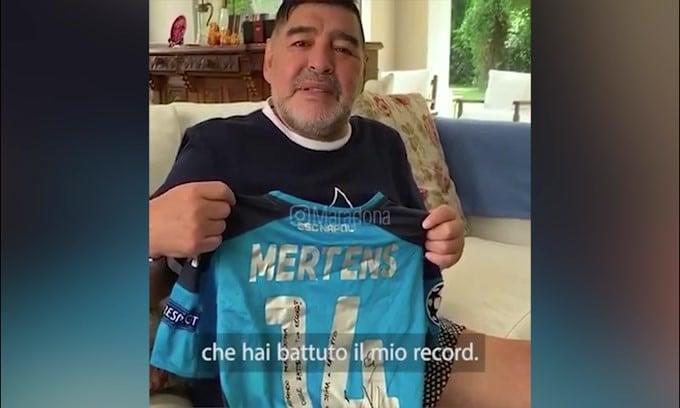 """Maradona a Mertens: """"Vorrei uno scudetto per la gente di Napoli"""""""