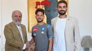 Mertens, handshake with De Laurentiis: photos signed