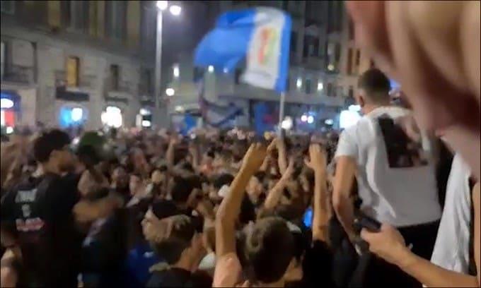 Napoli esplode di gioia: festa in piazza!