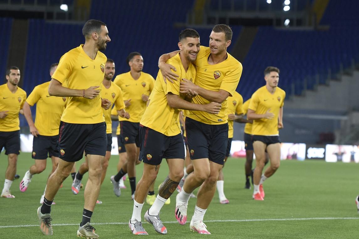 La Roma testa l'Olimpico di sera: Dzeko abbraccia Pellegrini