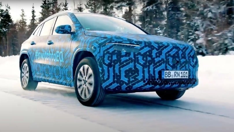 Mercedes EQA, il SUV elettrico prova sulla neve