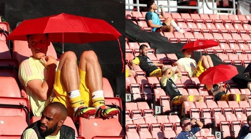 Ozil con l'ombrello per il sole in Southampton-Arsenal