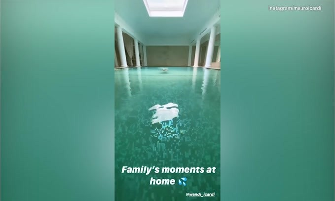 Famiglia Icardi: momenti di relax tra piscina e cortile