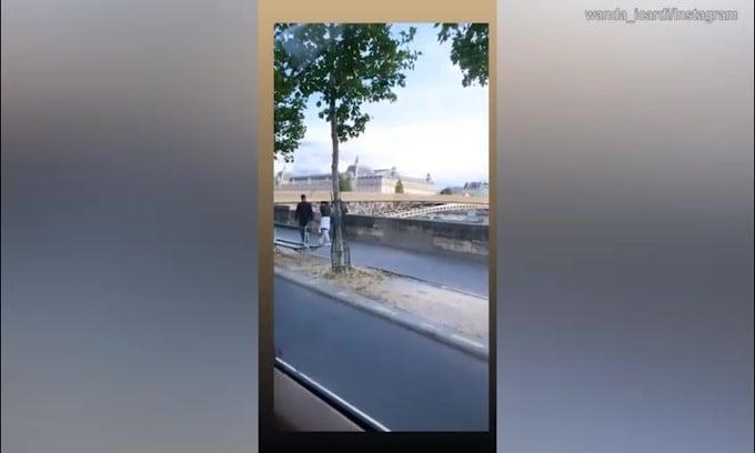 "Wanda Nara in giro per Parigi: ""Vivere qui è un sogno"""