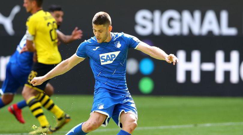 Kramaric, il rigore no look al Borussia Dortmund sorprende tutti