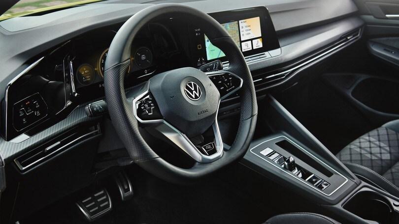 Volkswagen Golf R-Line, sportiva col turbo benzina