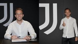 Juve, ecco Arthur: le immagini della firma del contratto