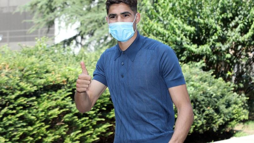 Inter, Hakimi a Milano per visite mediche e firma