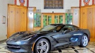 Holy Grail Garage, una chiesa diventa rimessa per auto di lusso: le immagini