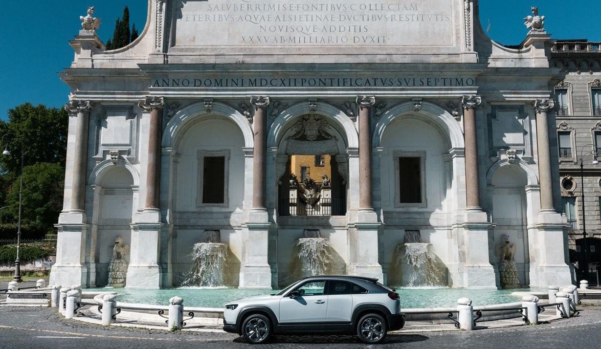 Mazda MX-30: il test Grande Bellezza incontra l'elettrico FOTO