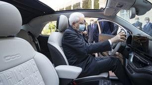 Sergio Mattarella al volante della nuova Fiat 500 elettrica FOTO