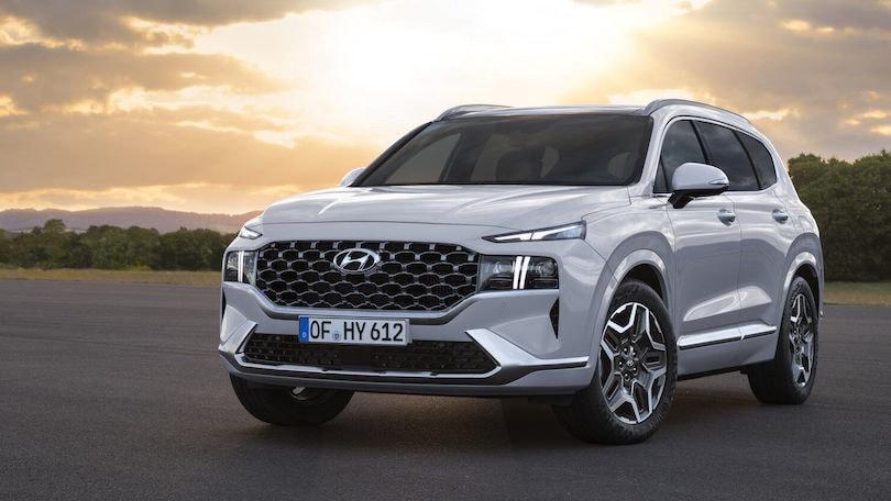 Nuova Hyundai Santa Fe, restyling con ibrido, plug-in e Diesel