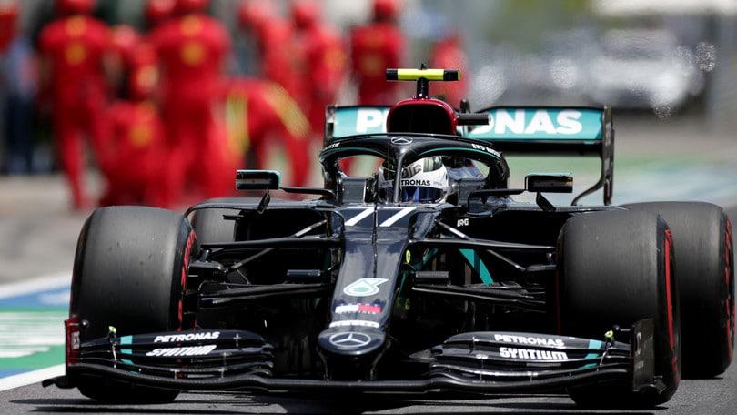 Gp Austria, Bottas centra la pole davanti a Hamilton: disastro Ferrari