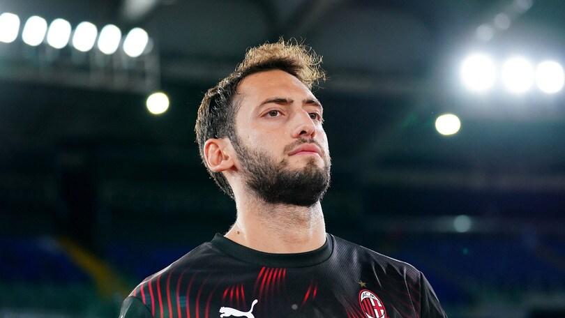 Milan, i convocati per la Juve. Ok Calhanoglu, out Castillejo