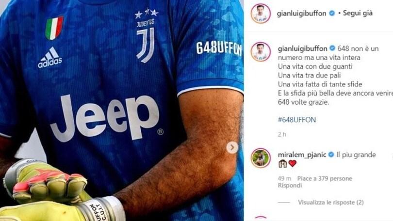 Juve, Buffon festeggia il record di presenze: