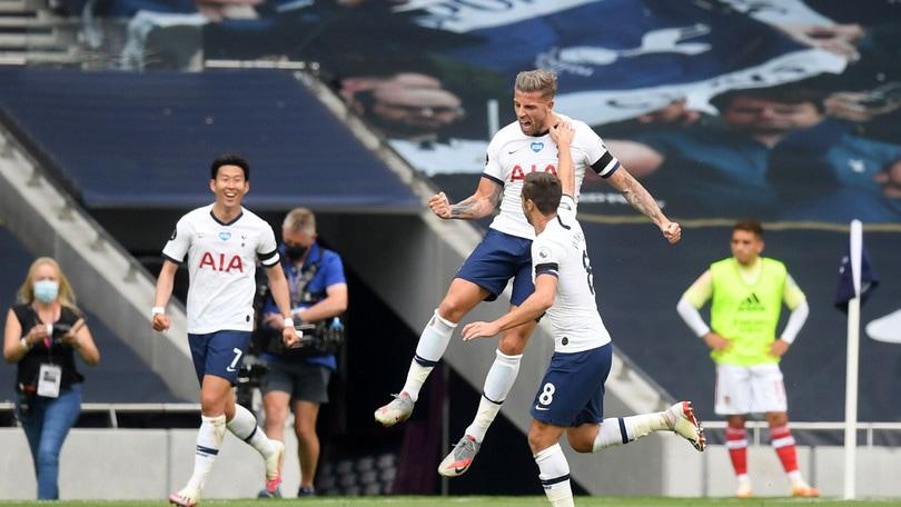 Mourinho vince il derby, crolla il Leicester. Ancelotti in crisi: Everton ko