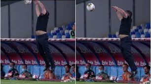 Gattuso show, raccoglie la palla al volo ma la maglietta lo tradisce FOTO