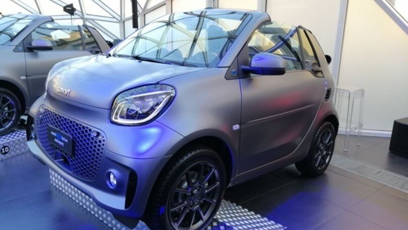 Smart EQ fortwo cabrio suitegrey: limited edition da maxi schermo