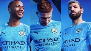 Il Manchester City presenta la nuova maglia a mosaico