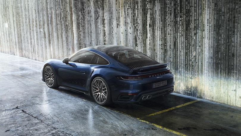 Nuova Porsche 911 Turbo, prestazioni e infotainment esagerate