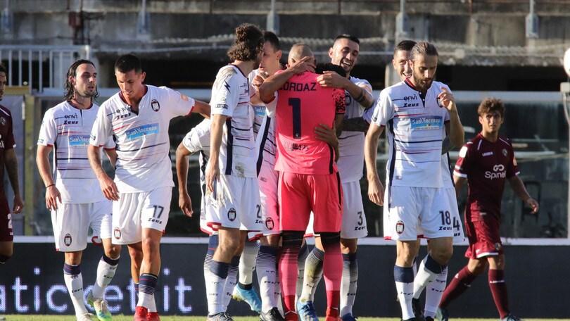 Il Crotone torna in Serie A: 5-1 al Livorno. Solo pari Spezia